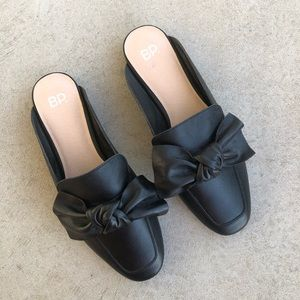 •new• BP. Black Leather Maddy Bow Detail Mule